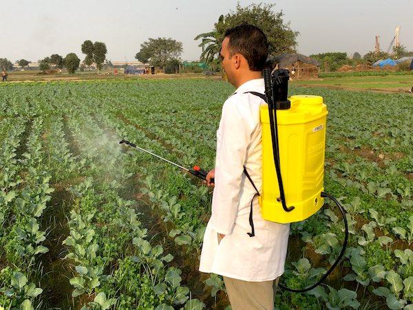 RSR AGRO DUAL BATTERY SPRAYER FARMER SPRAYING